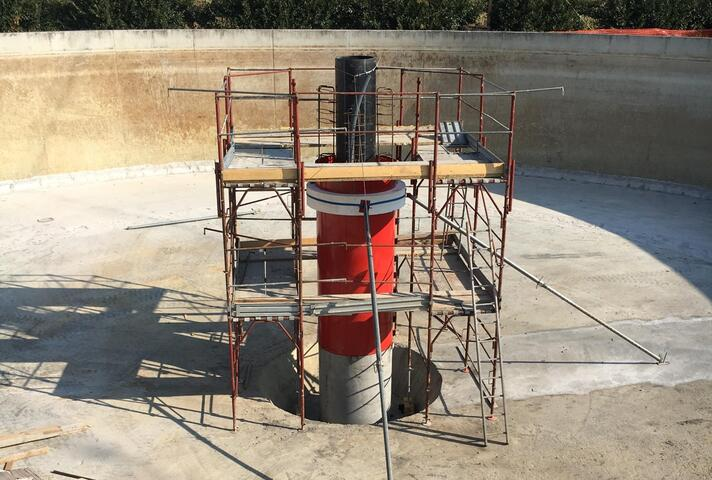 Circular column former Tubbox® Multi as climbing formwork for columns with integrated media pipes