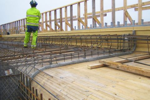 How to: Formwork for curved sections in bridge construction