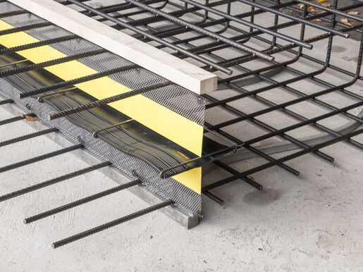 Formwork elements for controlled crack joints Stremaform® with rubber water bar cage