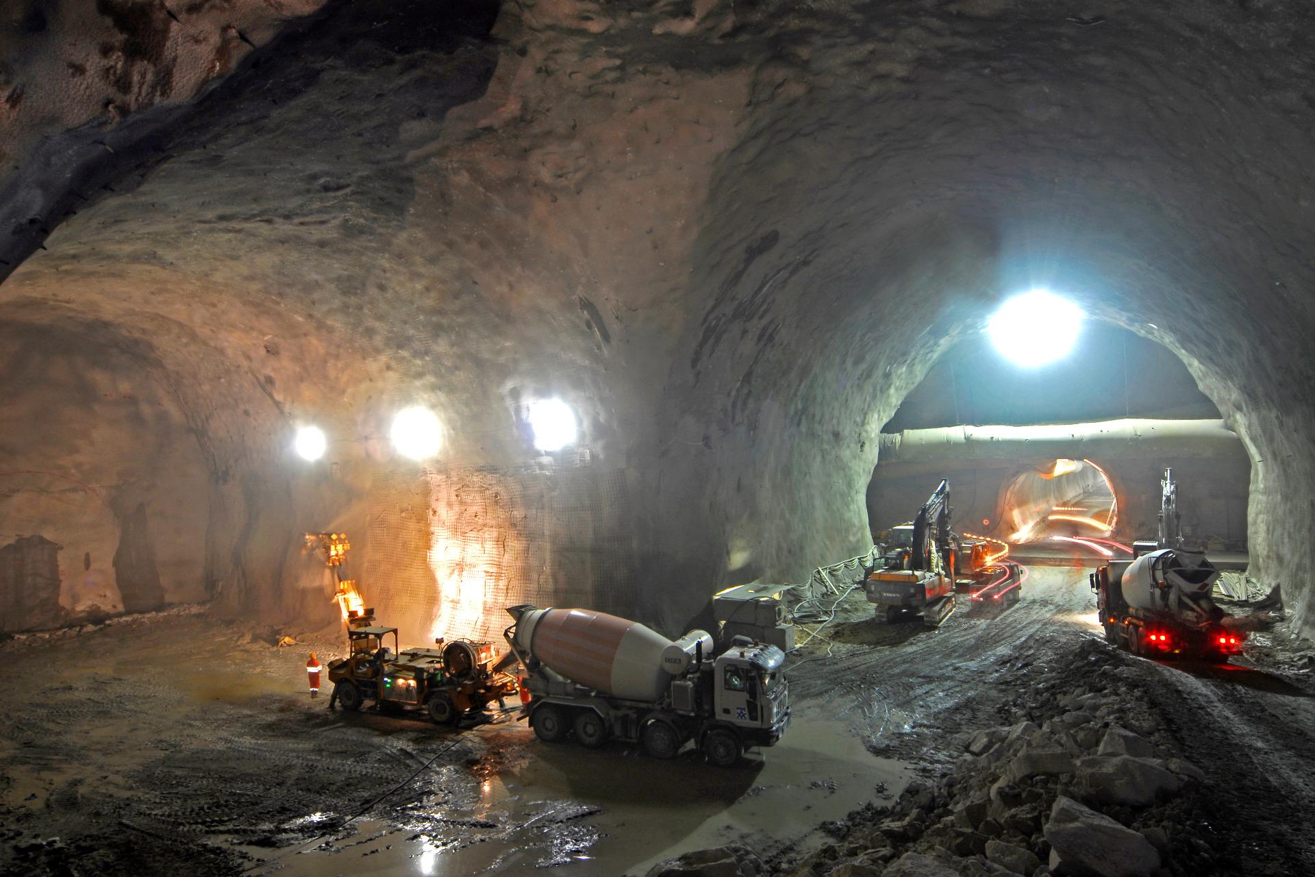 Cast Concrete Spacers : Brenner basistunnel max frank
